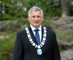 ordfører Tore Opdal Hansen med kjede