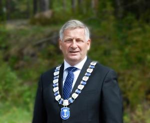 ordfører Tore Opdal Hansen med kjede1